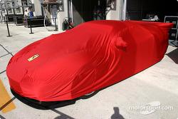 Ferrari bajo cubierta