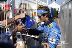 Jarno Trulli signs autographs