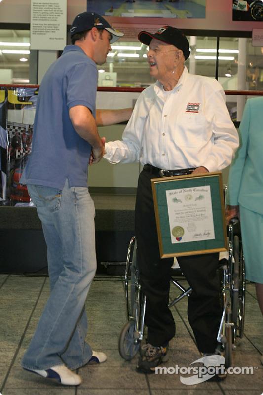Cérémonie de remise de prix Papa Joe Hendrick : Jimmie Johnson et Papa Joe Hendrick