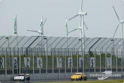 Peter Dumbreck, OPC Team Phoenix, Opel Vectra GTS V8 2004; Jeroen Bleekemolen, OPC Euroteam, Opel As