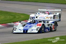 la Lola EX257/AER n°16 de l'équipe Dyson Racing Team pilotée par James Weaver, Butch Leitzinger