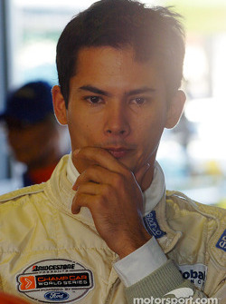 Former F1 driver Alex Yoong tries his hand at V8 Supercars