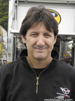 Ron Fellows affronte le Glen dans une NASCAR
