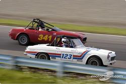123 Datsun 2000 et 341 MGB