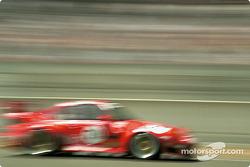 La Porsche 911 GT2 n°79 Roock Racing Team : Guy Martinolle, Ralf Kelleners, Bruno Eichmann
