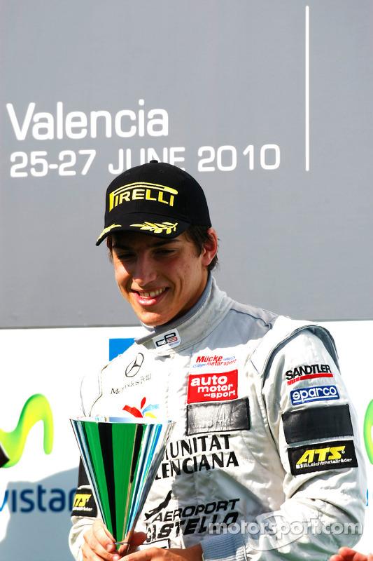 Roberto Merhi op het podium