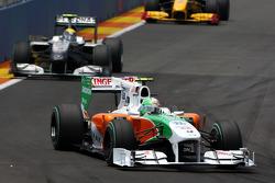Vitantonio Liuzzi, Force India F1 Team leads Nico Rosberg, Mercedes GP