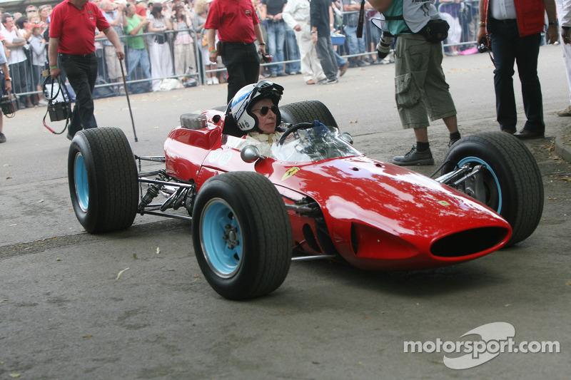 John Surtees: Anos na Ferrari: 1963-1966 / GPs: 30 / Vitórias: 4 / Títulos: 1