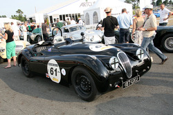 #61 Jaguar XK120 1950: Gillian Arthurs, Anna Charlotte Robinson, Richard Hope