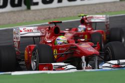 Felipe Massa, Scuderia Ferrari davanti a Fernando Alonso, Scuderia Ferrari