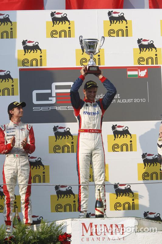 Nico Muller viert overwinning op het podium met Esteban Gutierrez