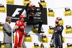 Podium: Mark Webber, Red Bull Racing, Fernando Alonso, Scuderia Ferrari, Sebastian Vettel, Red Bull