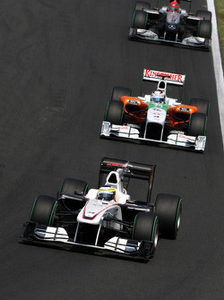 Pedro de la Rosa, BMW Sauber F1 Team leads Adrian Sutil, Force India F1 Team