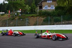 Alexander Simms leads Daisuke Nakajima