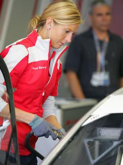 Девушка механик Audi