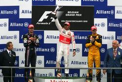 Podium : le vainqueur Lewis Hamilton, Mark Webber et Robert Kubica complètent le podium