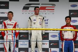 Podium: winnaar Dean Stoneman, 2de Kazim Vasiliauskas, 3de Jolyon Palmer