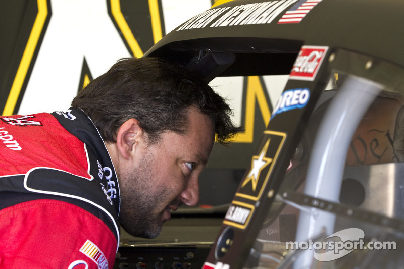 Tony Stewart, Stewart-Haas Racing Chevrolet talks to Ryan Newman, Stewart-Haas Racing Chevrolet