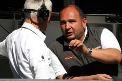 Colin Kolles, Hispania Racing Team, Team Principal and Geoff Willis, Red Bull Racing, Technical Director