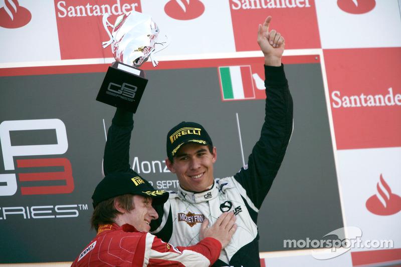 Robert Wickens viert overwinning op podium met Mirko Bortolotti