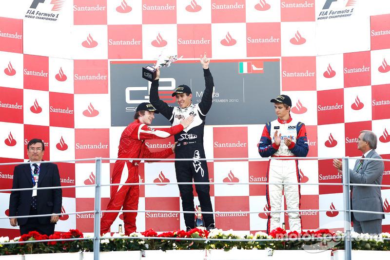Robert Wickens viert overwinning op podium met Nico Muller en Mirko Bortolotti