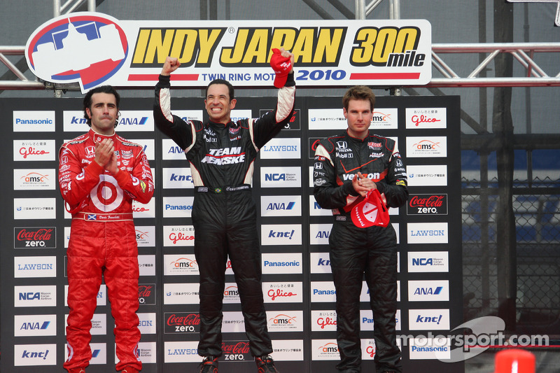 Podium: race winnaar Helio Castroneves, Team Penske, 2de Dario Franchitti, Target Chip Ganassi Racing, 3de Will Power, Team Penske