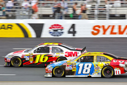 Greg Biffle, Roush Fenway Racing Ford et Kyle Busch, Joe Gibbs Racing Toyota
