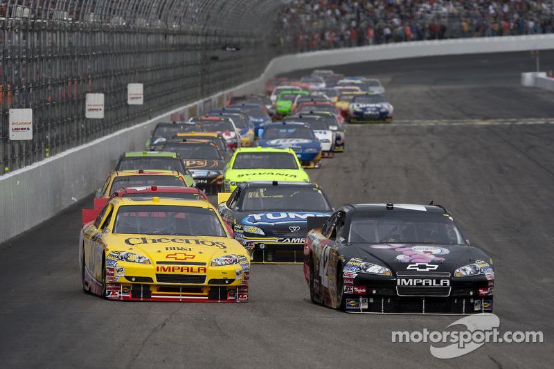 Clint Bowyer, Richard Childress Racing Chevrolet en Juan Pablo Montoya, Earnhardt Ganassi Racing Chevrolet