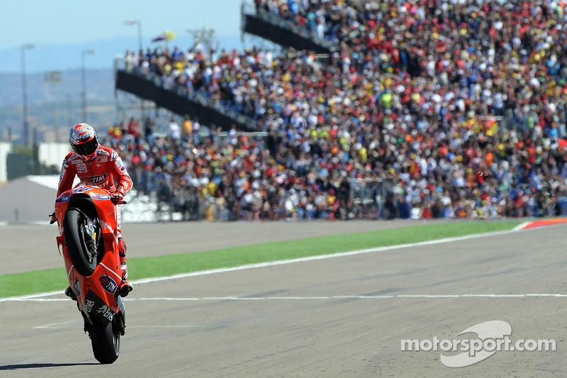 Le vainqueur Casey Stoner, Ducati Marlboro Team
