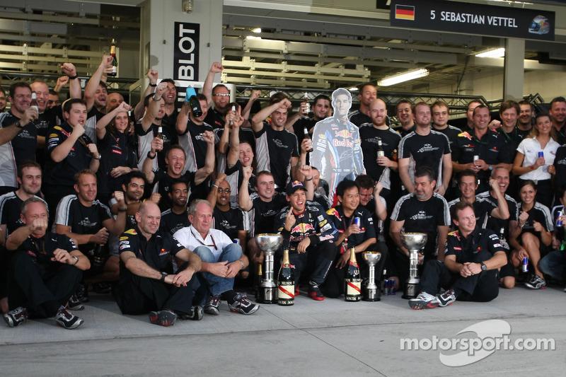 Sebastian Vettel, Red Bull Racing fête sa victoire avec son équipe