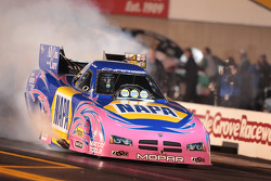 Ron Capps, burnout in 2010 NAPA Dodge Charger
