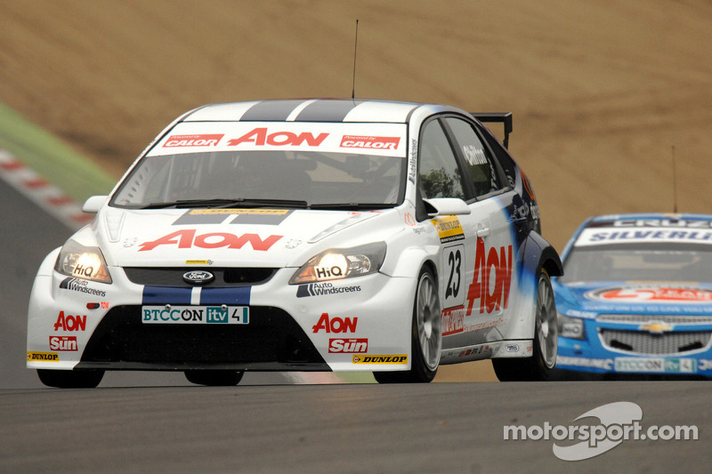 Tom Chilton voor Alex MacDowall