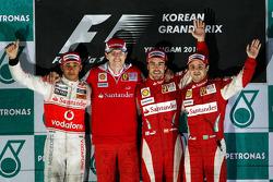 Podium: race winnaar Fernando Alonso, Scuderia Ferrari, 2de Lewis Hamilton, McLaren Mercedes, 3de Felipe Massa, Scuderia Ferrari, en Chris Dyer, Scuderia Ferrari, Track Engineer Fernando Alonso