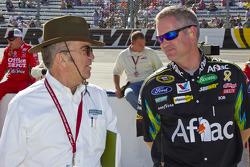Jack Roush talks with crew chief Bob Osborne