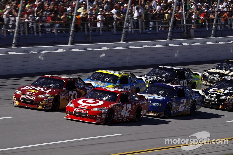 Start: Juan Pablo Montoya, Earnhardt Ganassi Racing Chevrolet en Clint Bowyer, Richard Childress Racing Chevrolet