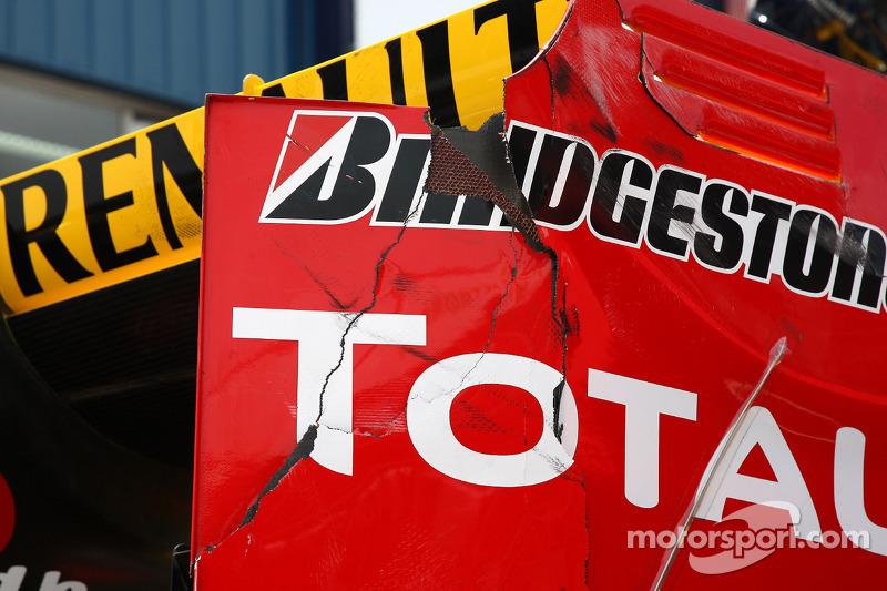 Schade aan de auto van Vitaly Petrov, Renault F1 Team