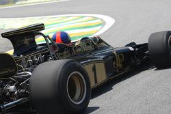 Emerson Fittipaldi im Lotus 72D, mit dem er 1972 seinen 1. WM-Titel gewann