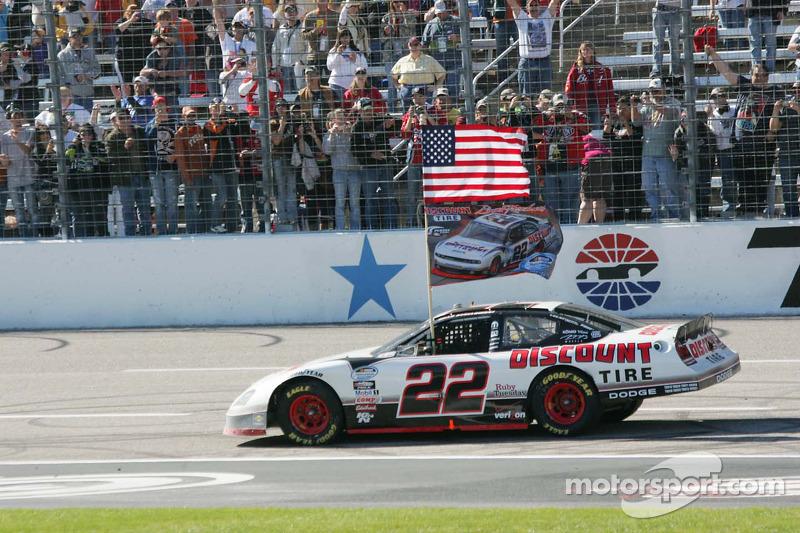 2010 - NASCAR Nationwide: Brad Keselowski (Dodge Charger und Challenger)