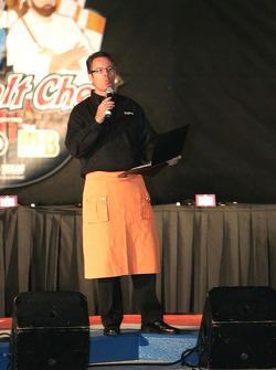 Asphalt Chef event: Dave Burns, ESPN pit reporter and Asphalt Chef emcee