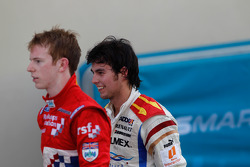Sergio Pérez y Oliver Turvey