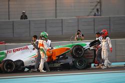 Vitantonio Liuzzi, Force India F1 Team and Michael Schumacher, Mercedes GP crashed
