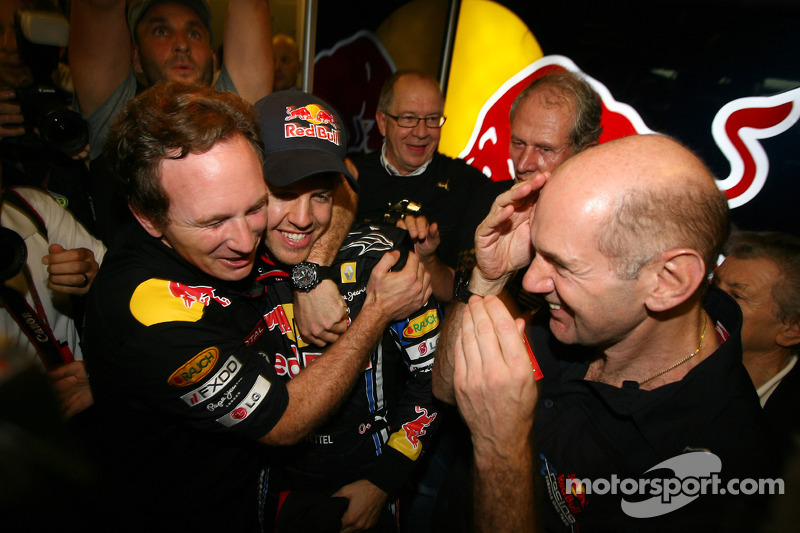 Christian Horner, Red Bull Racing, Sporting Director met Sebastian Vettel, Red Bull Racing en Adrian Newey, Red Bull Racing, Technical Operations Director