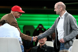 Niki Lauda en chief technical officer Adrian Newey