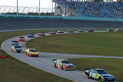 Carl Edwards, Roush Fenway Racing Ford leads the field back to track after a round of pit stops