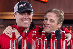 Kevin Harvick, Richard Childress Racing Chevrolet and Kenny Wallace