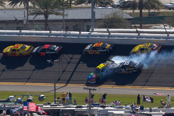 Kyle Busch, Joe Gibbs Racing Toyota and Michael Waltrip, Michael Waltrip Racing Toyota crash