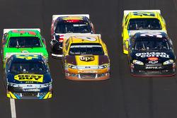 A.J. Allmendinger, Richard Petty Motorsports Ford, David Ragan, Roush Fenway Racing Ford, Dave Blaney, Tommy Baldwin Racing Chevrolet go three-wide