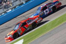 Jamie McMurray, Earnhardt Ganassi Racing Chevrolet and Casey Mears, Germain Racing Toyota