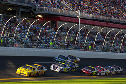 Clint Bowyer, Richard Childress Racing Chevrolet and Jeff Burton, Richard Childress Racing Chevrolet lead the field