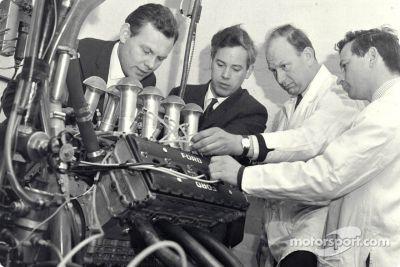 Визит в cosworth engineering